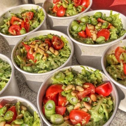 Nudelsalat mit Bärlauchpesto und Linienkernen